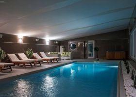 Zatvoreni bazen sa slanom sobom u wellness i spa centru Solaris resorta